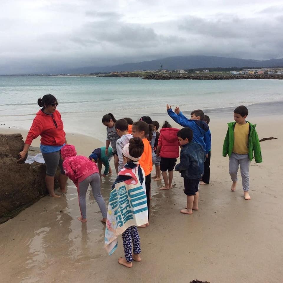 Os alumnos do CEIP Celso Currás de Trabada nas actividades de Mares de Cultura. Os nenos e o Mar.
